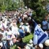 Über 30.000 Menschen waren bei der Beerdigung von Sgt. Max Steinberg – Video