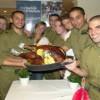 Happy Thangsgiving: Lone Soldiers aus Nordamerika besuchen Thanksgiving-Dinner in Tel Aviv