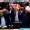 Iranische Parlamentsmitglieder verbrennen US-Flagge