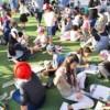 Israels Kinder zeigen das Drachen Spaß und keine Angst machen können