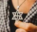 Wie sie den Holocaust den jüdischen Opfern stehlen