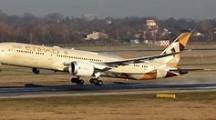 Video: Das erste Etihad-Passagierflugzeug landet in Israel